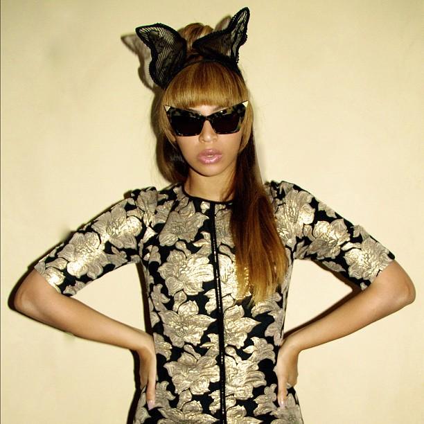 Splurge-Beyonces-Instagram-Marni-Floral-Jacquard-Tee-and-Alexander-Wang-Sunglasses